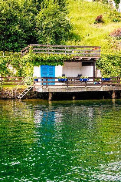 Privater Badestrand mit Laube –  Ferienhäuser Leitner – Ferienhaus am Millstätter See – Familienurlaub in Kärnten am See