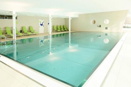 Hallenbad im Schwesterhotel Sporthotel ROYAL X – Familienurlaub in Kärnten am See – Familienurlaub am Millstätter See