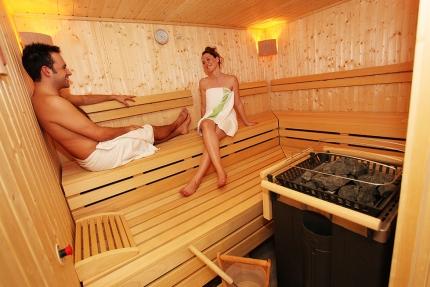 Finnische Sauna im Schwesterhotel Sporthotel ROYAL X – Ferienhäuser Leitner – Urlaub in Kärnten am See – Urlaub am Millstätter See