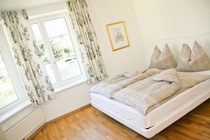 Seevilla Cattina – Schlafzimmer im Appartement Wasserlilie – Appartements am Millstätter See in Kärnten – Urlaub in Kärnten am See