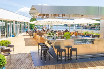 X-Bar – Strandbar beim Schwesterhotel ROYAL X am Millstätter See –Urlaub in Kärnten am See – Ferienhäuser Leitner