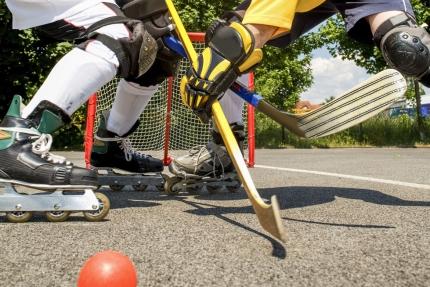 Verleih von Streethockey-Ausrüstung beim Schwesterhotel Sporthotel ROYAL X – Ferienhäuser Leitner – Ferienhaus in Kärnten am See – Familienurlaub am Millstätter See