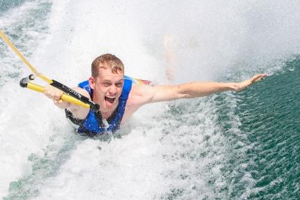 Wasserski am Millstätter See beim Schwesterhotel Sporthotel ROYAL X – Ferienhäuser Leitner – Urlaub in Kärnten am See – Urlaub am Millstätter See
